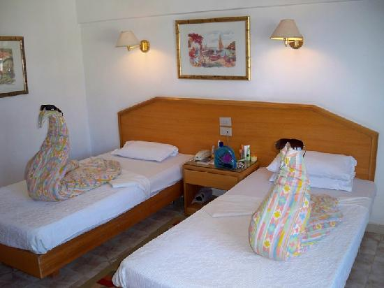 Hotel_Safaga_the-room_014